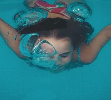 Schwimmen im 3. Schuljahr und Eis laufen im 4. Schuljahr.